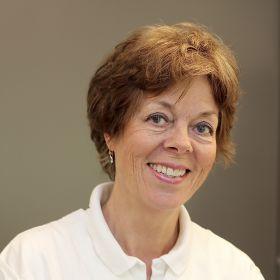 Portrettfoto av tannteknikar Hilde Jensen Hurum.