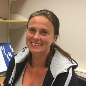 Veronika Trøim på kontoret til Helsetjenesten i Sandefjord.