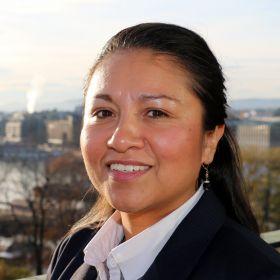 Gina Alexa Enghaugen på balkongen til Norges Rederiforbund.