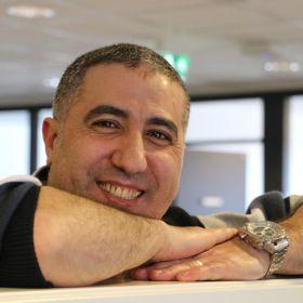 Mohsen Abou-Rabke på kontoret i Drammen.