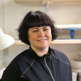 Portrett av keramikar Rita Lysebo Egren.