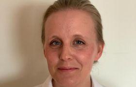 Portrett av barne- og ungdomspsykolog Julie Skjærvø Moses