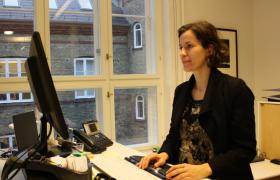 Diplomat Tijana Nilsen på kontoret