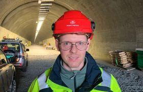 Elektroingeniør Eivind Karlsen på jobb.