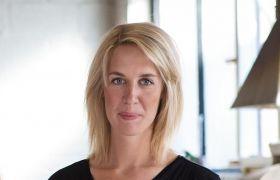 Portrettfoto av Kirsten Vikingstad Storesund, som er glassblåser i Haugesund.