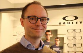 Optiker Simon Dørheim hos Krogh Optikk i Tønsberg.