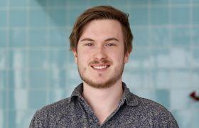 Portrettfoto av spelprogrammerar Marcus André Lie
