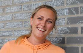 Lisen Boberg-Nilsen liker jobben som skoleassistent.