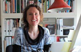 Industridesigner Kristin Støren Wigum på kontoret sitt.