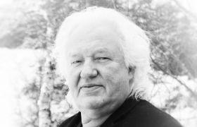 Portrettbilde i svart-hvitt av dirigent Tor Halvard Nilsen.
