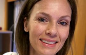 Portrett av smilende Siri Vetvik Faye-Lund