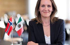Ambassadør Rut Krüger Giverin på kontoret på ambassaden i Mexico City.