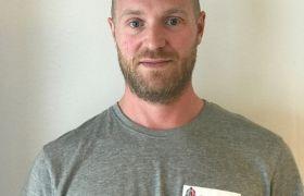 Portrett av glassfagarbeider Christian Jørstad