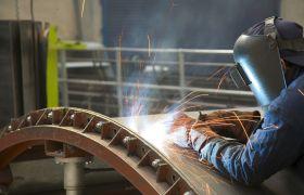 Platearbeider har ansvar for å vedlikehalde sveiseutstyr