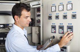 Maskiningeniør i arbeid