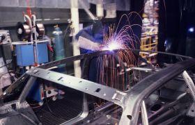 Chassispåbygger i arbeid