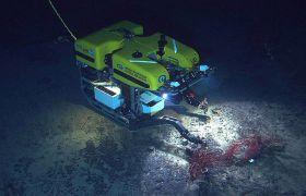 Fu-operatørar styrer undervannsfarkoster