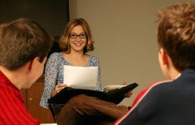 Diakonimedarbeider som underviser konfirmanter