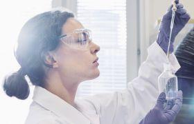Bioteknolog i laboratorium