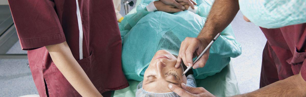 Plastikkirurg