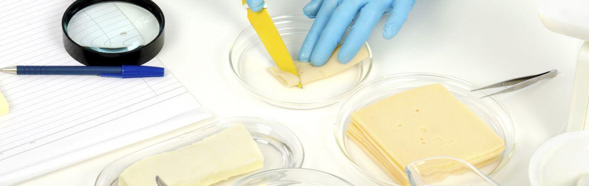 Matvarer på et bord i laboratoriet