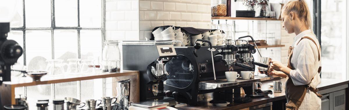 Barista lager kaffe.