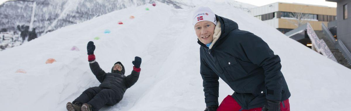 Idrettskonsulent i snølek.