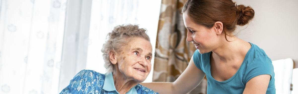 Pleiemedarbeidere gir praktisk hjelp, pleie og omsorg til mennesker som trenger det.