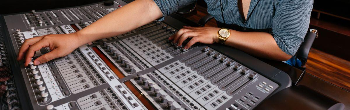 Lydtekniker i arbeid