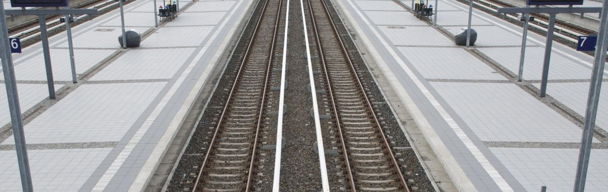 Illustrasjonsbilde av togskinner.